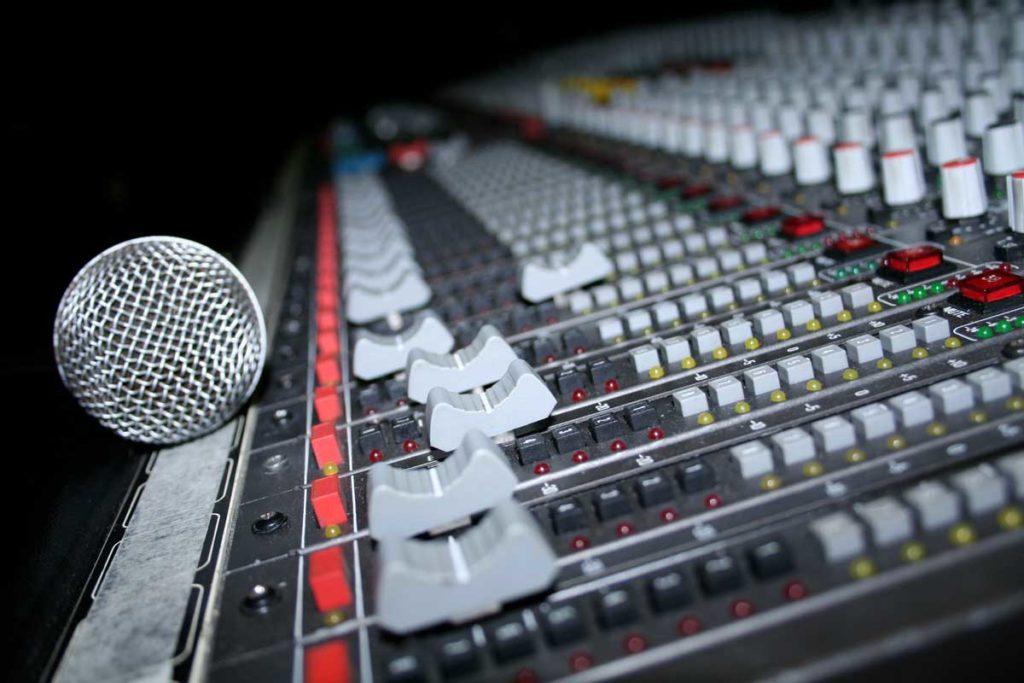 DJ Equipment with mic